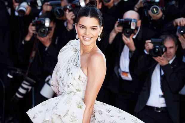 Kendall Jenner 15 milyon dolara ev arıyor.