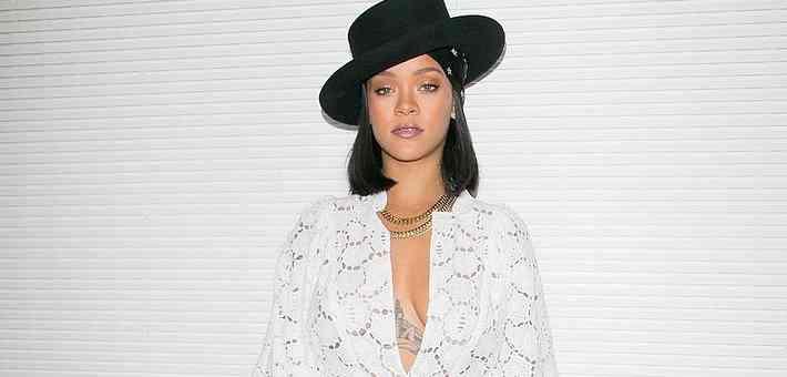 Rihanna, Louis Vuitton Ödül Törenine Katıldı.