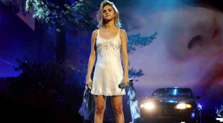 Selena Gomez geceye damga vurdu.