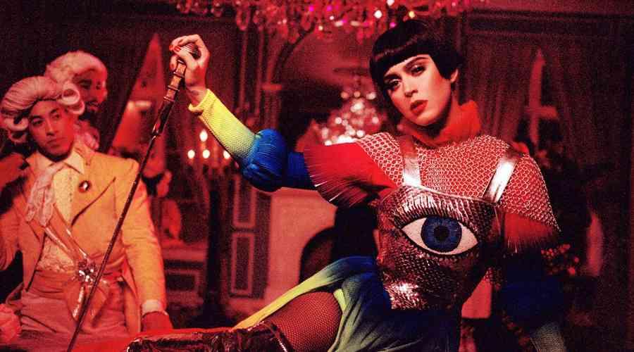 Katy Perry yeni video klibiyle gündemde !