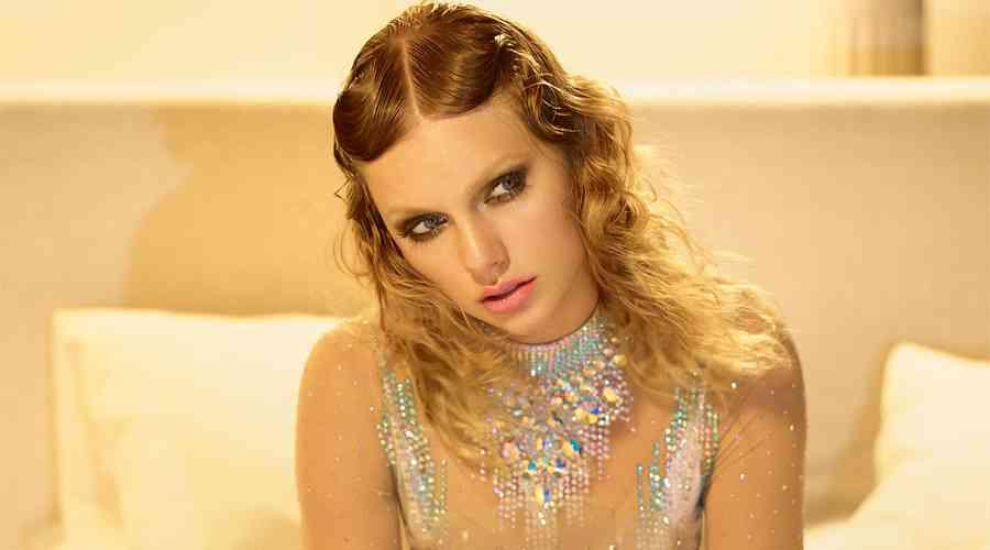 Taylor Swift'den çok özel pozlar.