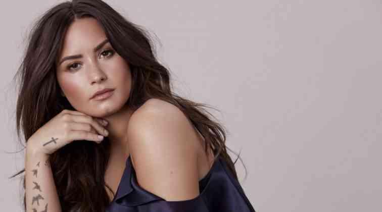 Demi Lovato paylaşımlarla dikkat çekiyor.