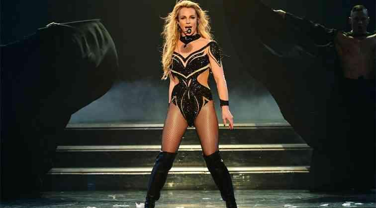 Britney Spears formunda.