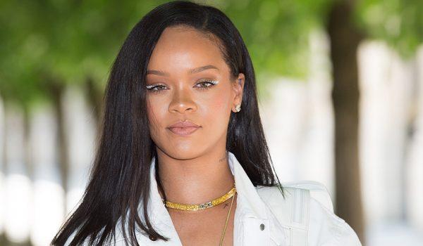 Rihanna'dan çok konuşulacak yeni stil.