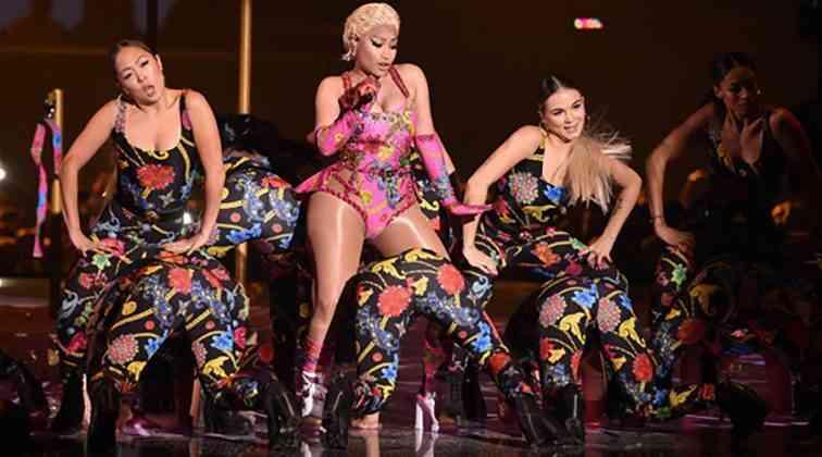 Müzik Ödülleri gecesine Nicki Minaj damga vurdu.