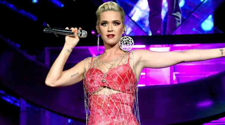 Katy Perry seyircilerini kaçırdı.
