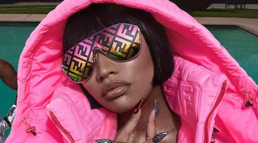 Nicki Minaj sosyal medyaya geri döndü.