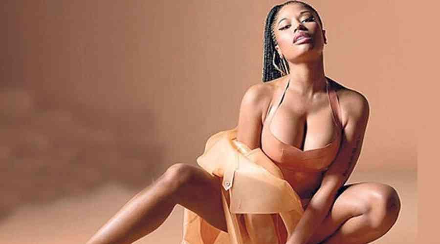 Nicki Minaj hayranlarını meraklandırıyor.